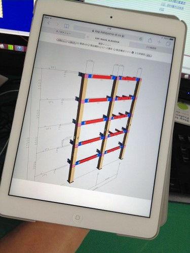iPadで開いた鉄骨の3Dモデル(写真:家入龍太。以下同じ)