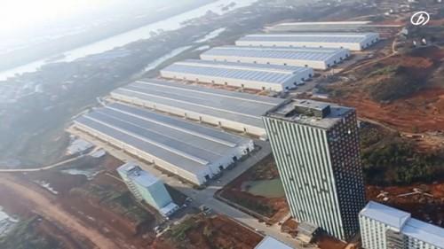湖南省長沙市にある遠大集団の工場。右下のビルが6日間で施工された15階建てビルと思われます