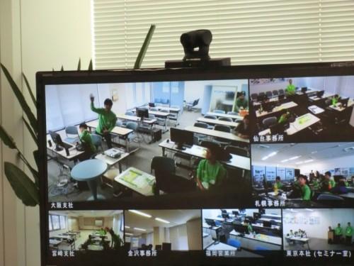 テレビ会議システムで各地の会場の様子を同時中継