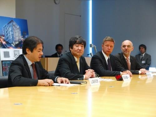 戦略的パートナーシップの締結を発表する日建設計とグラフィソフトの首脳陣(写真:家入龍太)