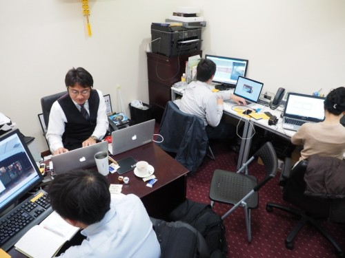 活気あふれるU's Factoryのオフィス。手狭なので来月、移転するそうです