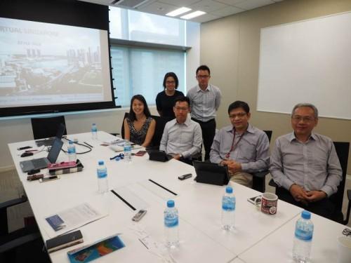 出迎えてくれたバーチャル・シンガポールの開発スタッフ。右から2人目がディレクターのジョージ・ロー(George Loh)氏