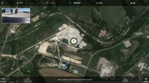 タブレットPC上に現場周辺の地図を表示し、空撮する範囲をぐるりと囲むように指定する