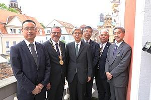 5月に30日に行われた運転開始式に出席した(左から)NEDO渡邉誠理事、ハンスイェルク・エガー シュパイヤー市長、在ドイツ日本国大使館 八木 毅特命全権大使ら