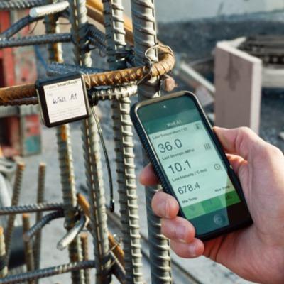 コンクリート強度をスマートフォンで測定できるワイヤレスコンクリート温度センサー「SmartRock2」(以下の写真、資料:KEYTEC)