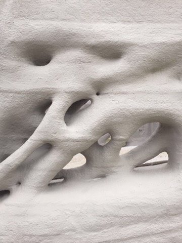 3Dプリンターならではの高欄デザイン。まるで植物のような曲面でできています