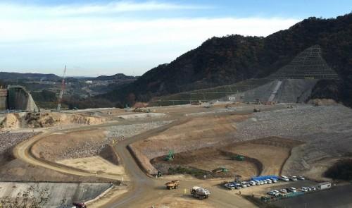 コア部分の盛り立て作業を行っている大分川ダムの現場(以下の写真・資料:鹿島)