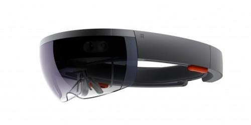 現場の床上に図面を重ねて見るのに使うMicrosoft HoloLens(写真:マイクロソフト)