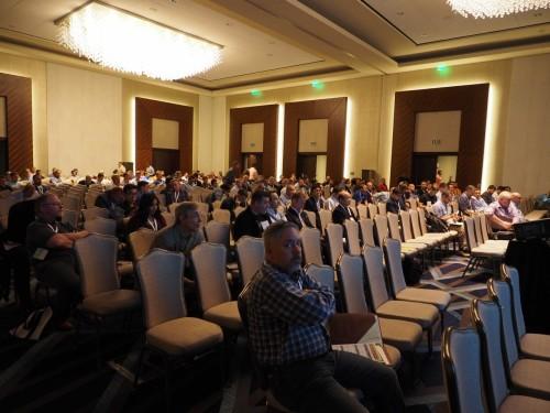 会場には多くの人が詰めかけ、講演終了後も質問が耐えなかった