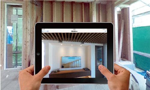 「EOPAN Cloud」の活用例。リフォーム前にリフォーム後の住宅デザインをiPadで見たところ