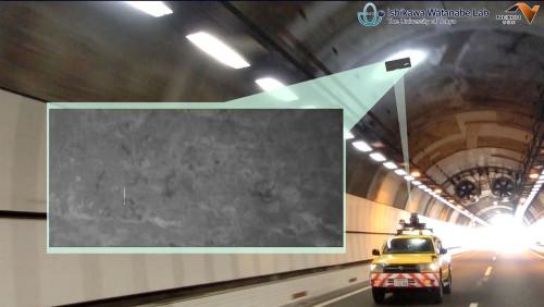 走行中のクルマからトンネル内壁に光を照射し、画像を撮影する