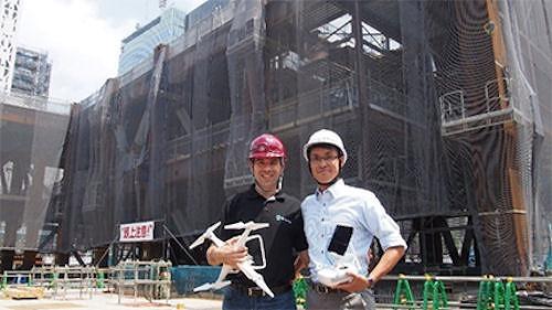 ドロノミー社共同設立者兼CEOのオリ・アフェク(Ori Aphek)氏(左)と三井不動産ベンチャー共創事業部員(右)