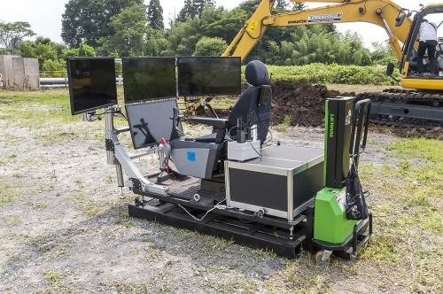 搭乗型の専用コントローラーも開発された。ロボット本体と一緒にワゴン車1台で現場に運ぶことができる