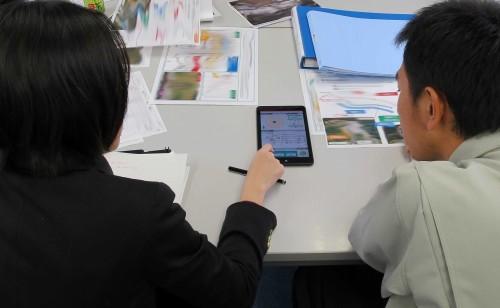 顧客協創プログラムによる顧客へのレビュー(写真:日立建機)