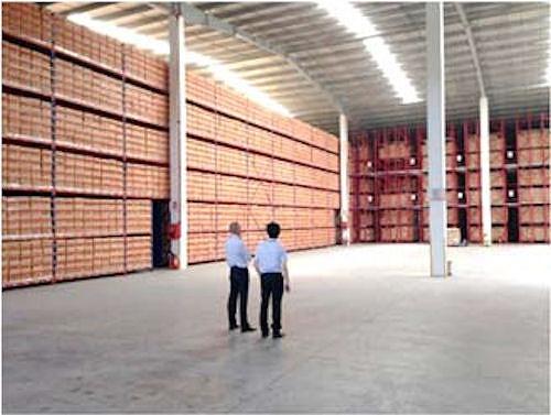 ベトナムのクラウンワールドワイドグループ社の倉庫に搬入された設計図書(以下の写真、資料:大東建託)