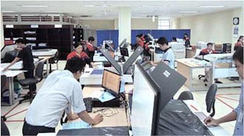 ベトナムCADセンターでの電子化作業風景