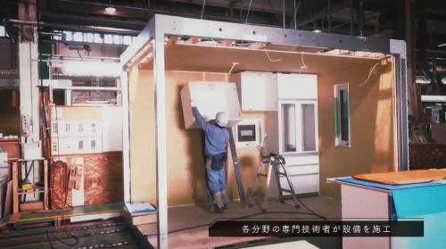 家具や設備も工場内で取り付けられる