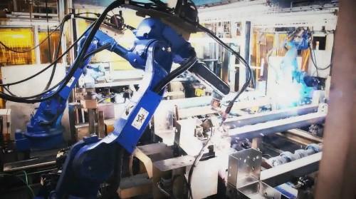 ボックスフレームを組み立てる溶接ロボット