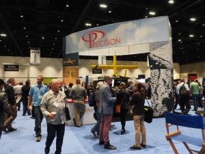 さまざまなドローン関連製品・サービスが並ぶ展示会場