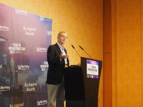 報道関係者向けセミナーで講演するベントレー・システムズCEOのグレッグ・ベントレー(Greg Bentley)氏