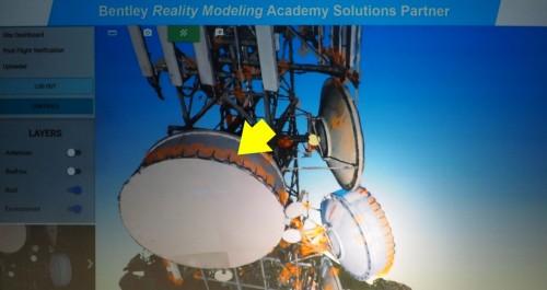 アンテナの3Dモデルから錆と思われる部分をAIによって見分け、マーキングした例(資料:ベントレー・システムズ)