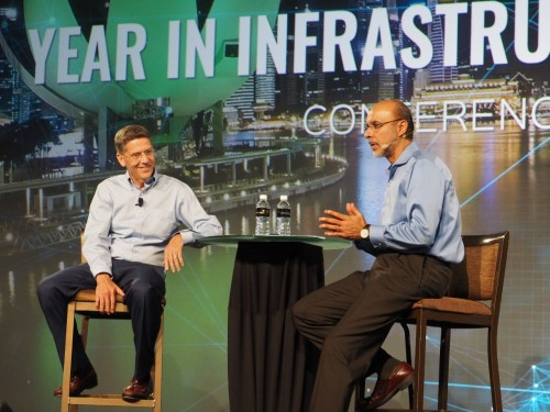 iModelHubの開発にかかわったベントレー・システムズの創業者兼CTO、キース・ベントレー(Keith Bentley)氏(左)(写真:家入龍太)