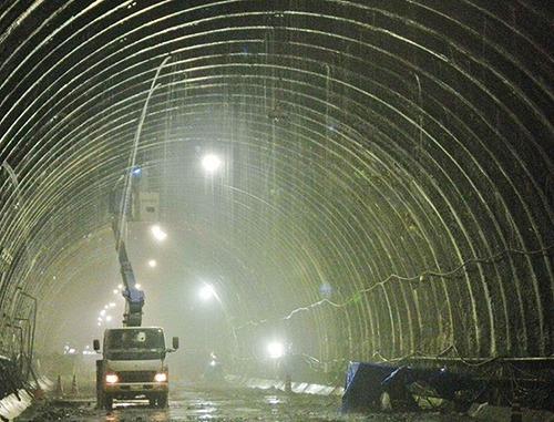 鹿児島県発注の北薩トンネル(仮称)工事現場での湧水状態(以下の写真、資料:熊谷組)