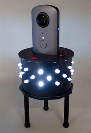 天井裏や床下などの隠ぺい空間を手軽にくまなく撮影できる照明付き全方位撮影カメラ架台「PanoShot R」(以下の写真:清水建設)