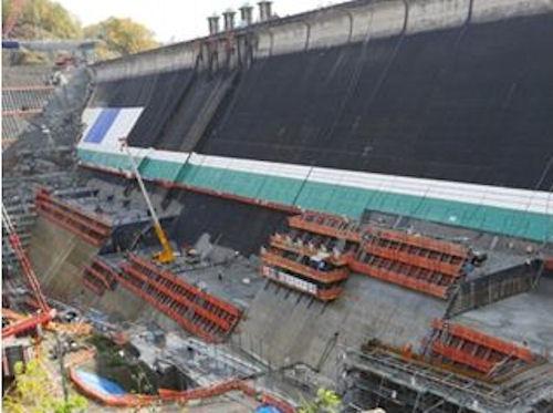 北海道三笠市で行われている新桂沢ダムの堤体建設工事(以下の写真、資料:鹿島)