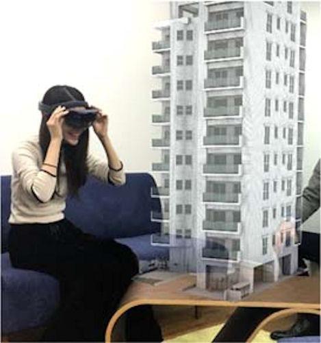 遠隔地のオーナーなどの利用イメージ。机上に建物映像を表示し、周囲360°から建物のデザインなどを確認できる