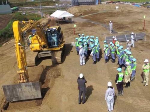 全国初めてのICT土工活用工事として、30回にわたる見学会や取材対応が行われた