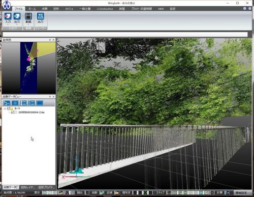 別の点群データでは橋の高欄とともに周囲の樹木がリアルに写っていた