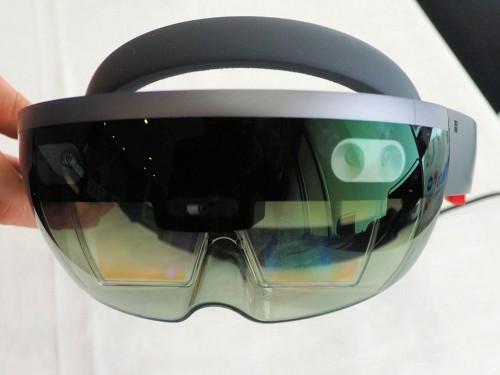 建設関係者の間で関心が高まっているMicrosoft HoloLens(写真:家入龍太)