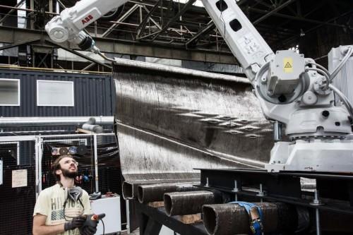 工業用ロボットアームの3Dプリンターによる造形作業(写真:Courtesy of Olivier de Gruijter)