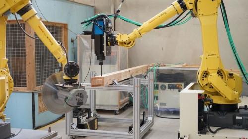 BIMデータを使って木材を自動加工するロボット(写真:前田建設工業)
