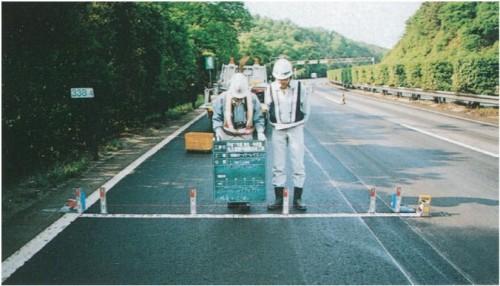 舗装補修工事の出来形検査の例(以下の写真:特記以外はNEXCO中日本)