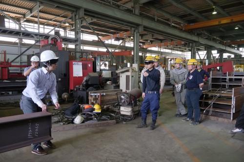 宮村鉄工の工場で行われたHoloLensの実験風景(以下の写真、資料:宮村鉄工のプレスリリースより)
