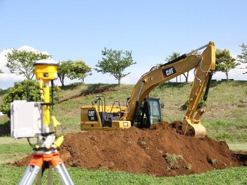 ICTバックホーにより、丁張りレス施工を行った。使用建機は新型油圧ショベル「Cat 320」