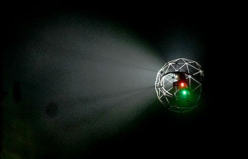 高輝度LEDライトを搭載しているため、暗い場所も鮮明に撮影できる