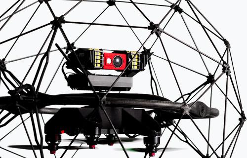 ドローンにはフルHDカメラや赤外線カメラ、28Wの高輝度LEDライトを搭載