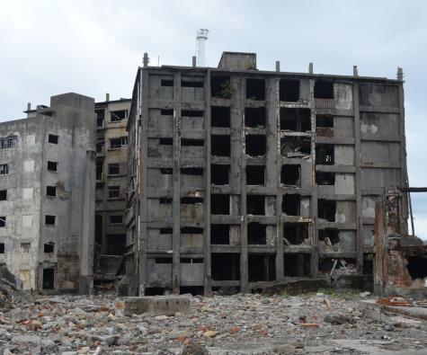 築100年を超えた30号棟。老朽化が進みいつ自然倒壊するのかに関心が集まっている(以下の写真、資料:特記以外は国際航業)