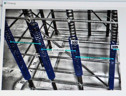 撮影した映像には、鉄筋径や鉄筋間隔などのデータも、「タグ」のように自動表示される