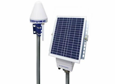 GNSS自動変位計測システム「DANA」の外観。左がGNSSセンサー、右がソーラー電源(以下の写真、資料:特記以外は古野電気)