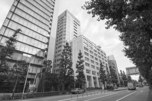 東京・神田駿河台にある日本大学理工学部5号館(写真中央左側)(以下の写真、資料:日本大学桜門建築会青年部)