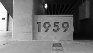 竣工年の1959が建物に刻まれている