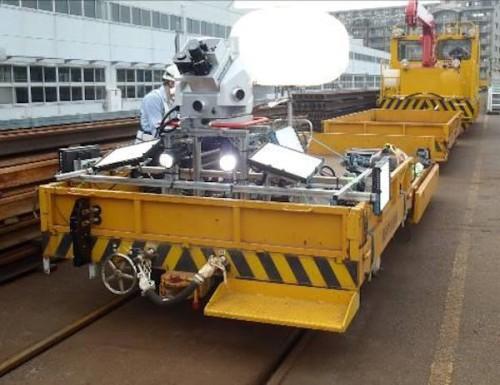 鉄道トンネル用のMMS。トロッコ台車に可搬型のMMSを搭載し、移動しながら3D計測する
