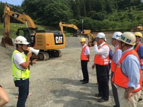 教育スタッフは日本建設機械施工協会の「i-Construction公式説明者資格」を取得している
