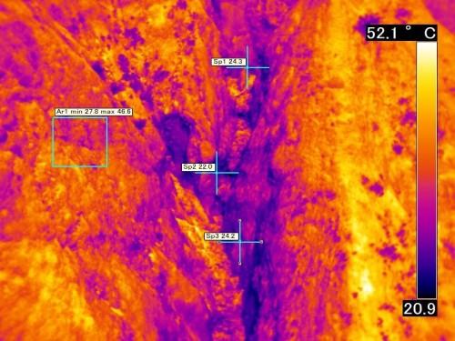 影になった部分でも温度分布がわかるので亀裂を見つけやすい
