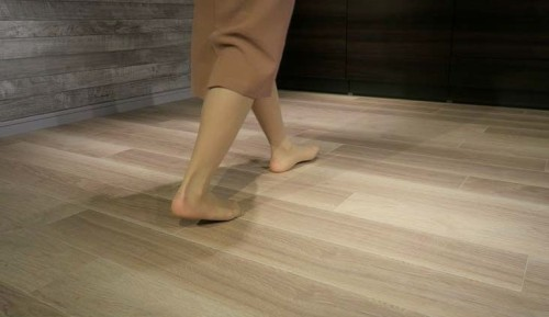 「ロケーションフロア」の外観。普通の床材と全く変わらない