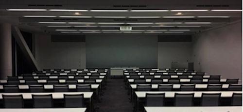 実際の会議室を撮影した写真。壁や床が暗く写る(以下の写真、資料:竹中工務店)